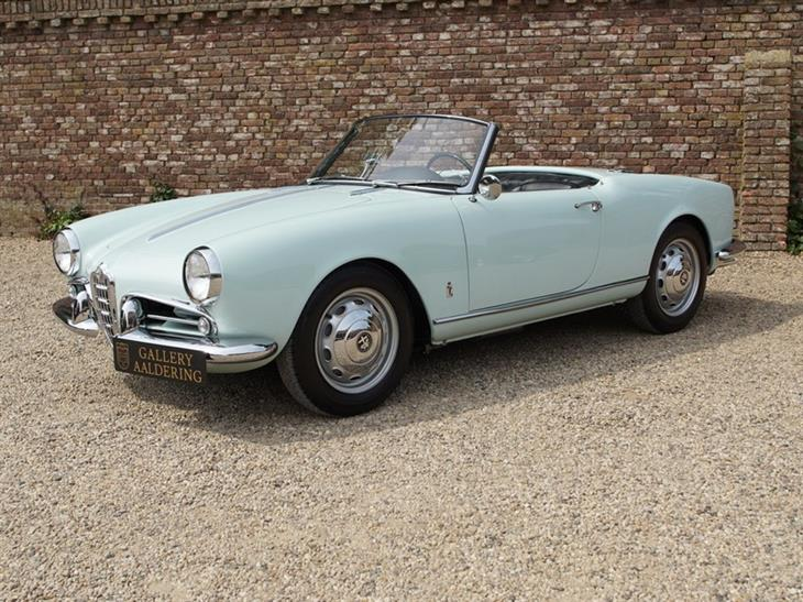 Alfa Romeo Giulietta 1300 Spider Veloce 750 F fully restored condition, original first series Veloce, only 1.253 made! matching - €109,000